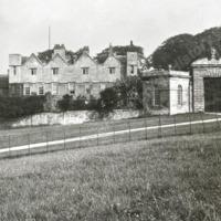 Ledston Hall and Entrance Gate - HLS05825