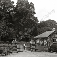 Gilling Castle, the lodge Gates - HLS05802