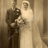 Philip and Peggy (née Greenwood) Longbottom's wedding – HOL00154