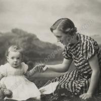 Irene Marshall with baby Judith - ALC04532