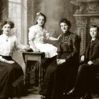 Longbottom Family Group - HOL00149